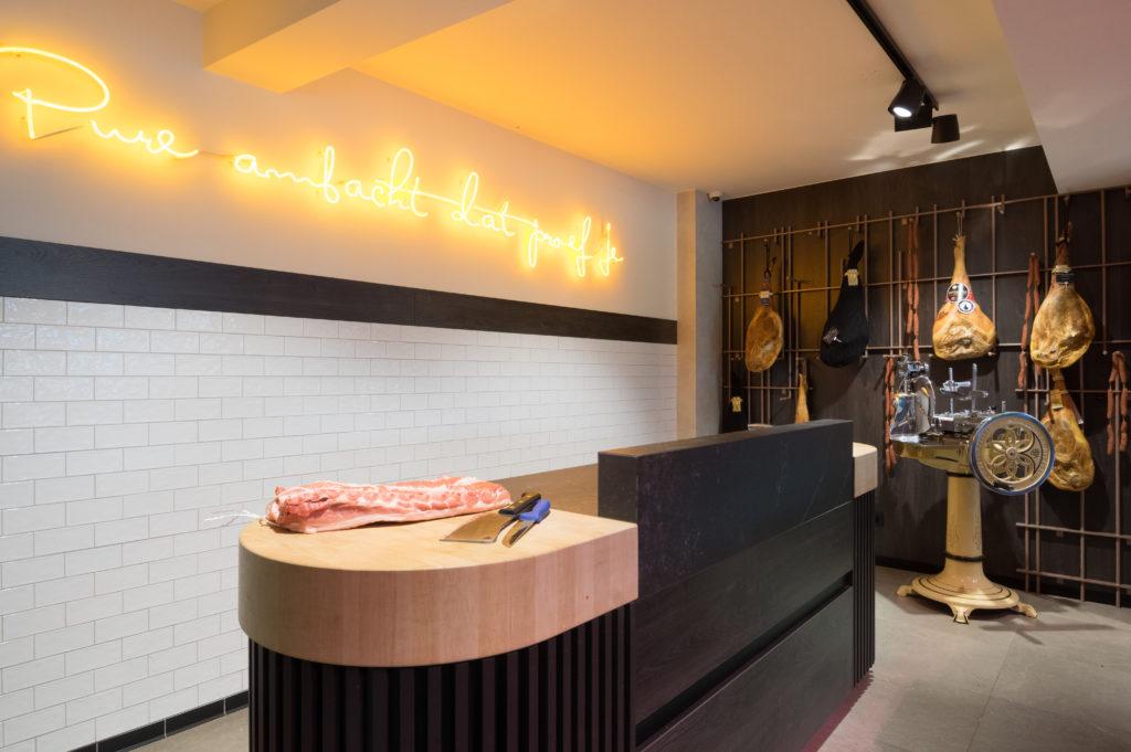 inrichting slager vandecruys koeltoonbank neon staal design trendy kasterlee integral