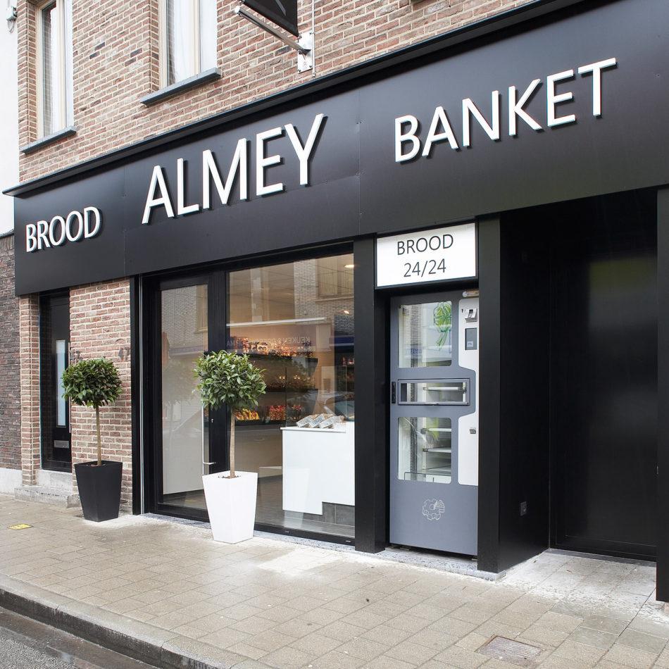 Bakkerij Almey voorgevel winkel inrichting