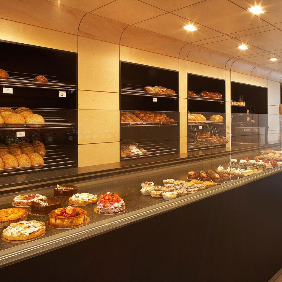 Toonbank van bakker Brovado inrichting van de winkel