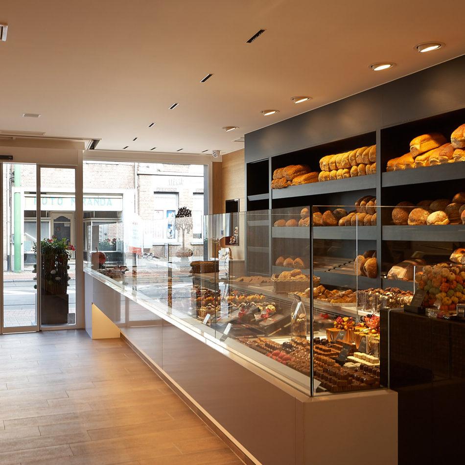 Bakkerij De Voogt Poppe chocolade en brood inrichting
