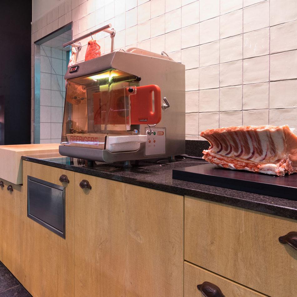 slagerij Boucherie Du Roleur werkbanken door Integral Interiors