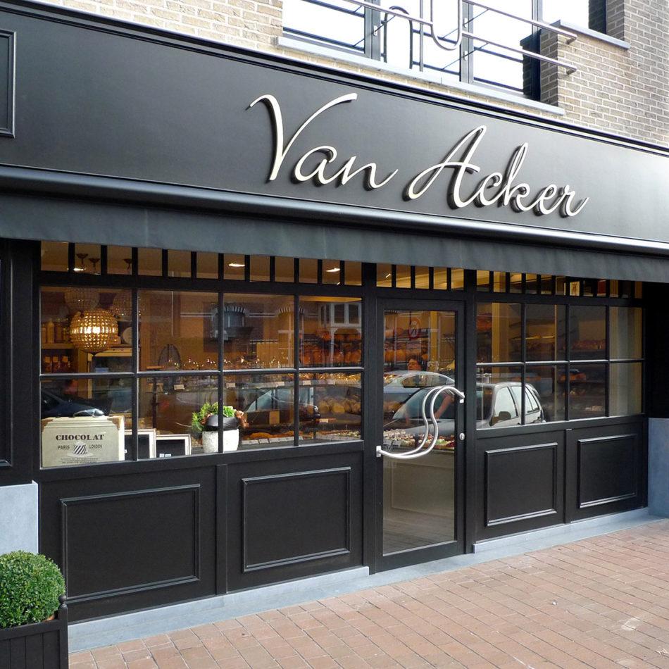 Van Acker bakker interieur buitenkant winkel