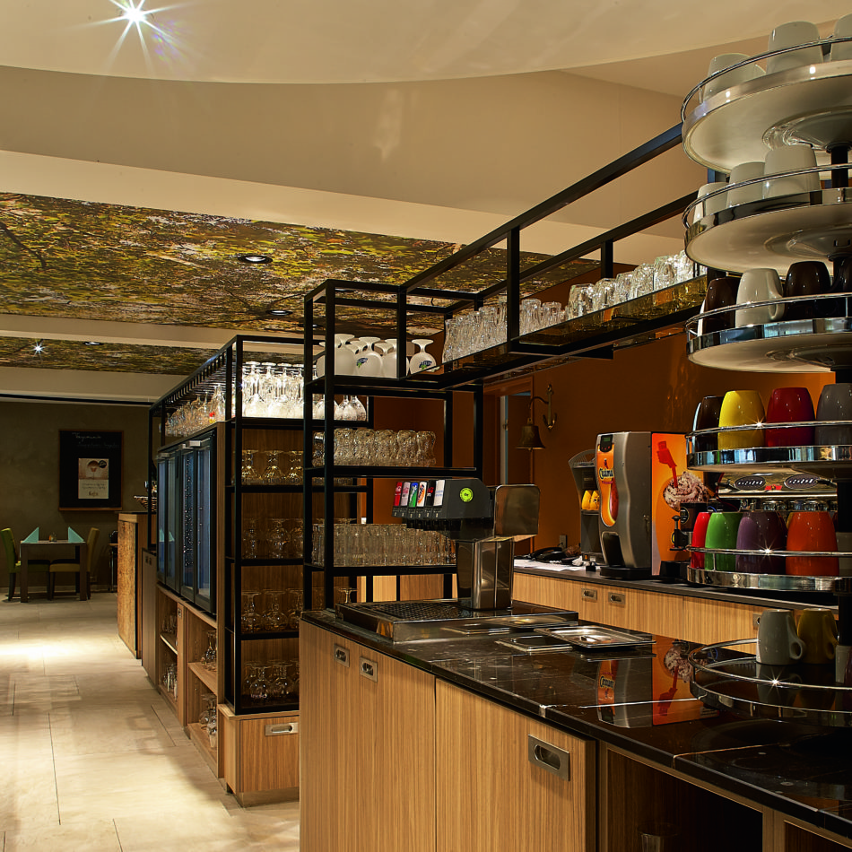 inrichting hotel vayamundo houffalize bar staal hout integral
