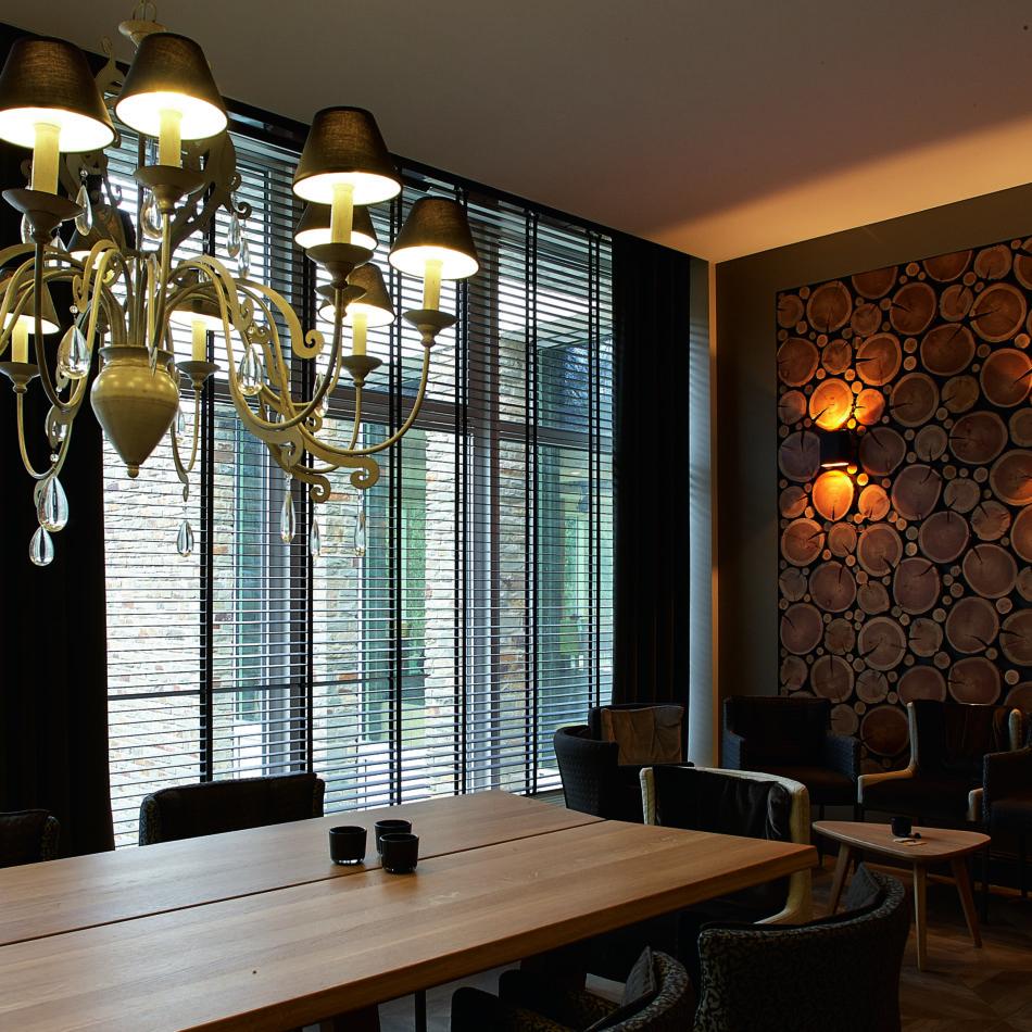 inrichting hotel vayamundo houffalize lounge hout integral