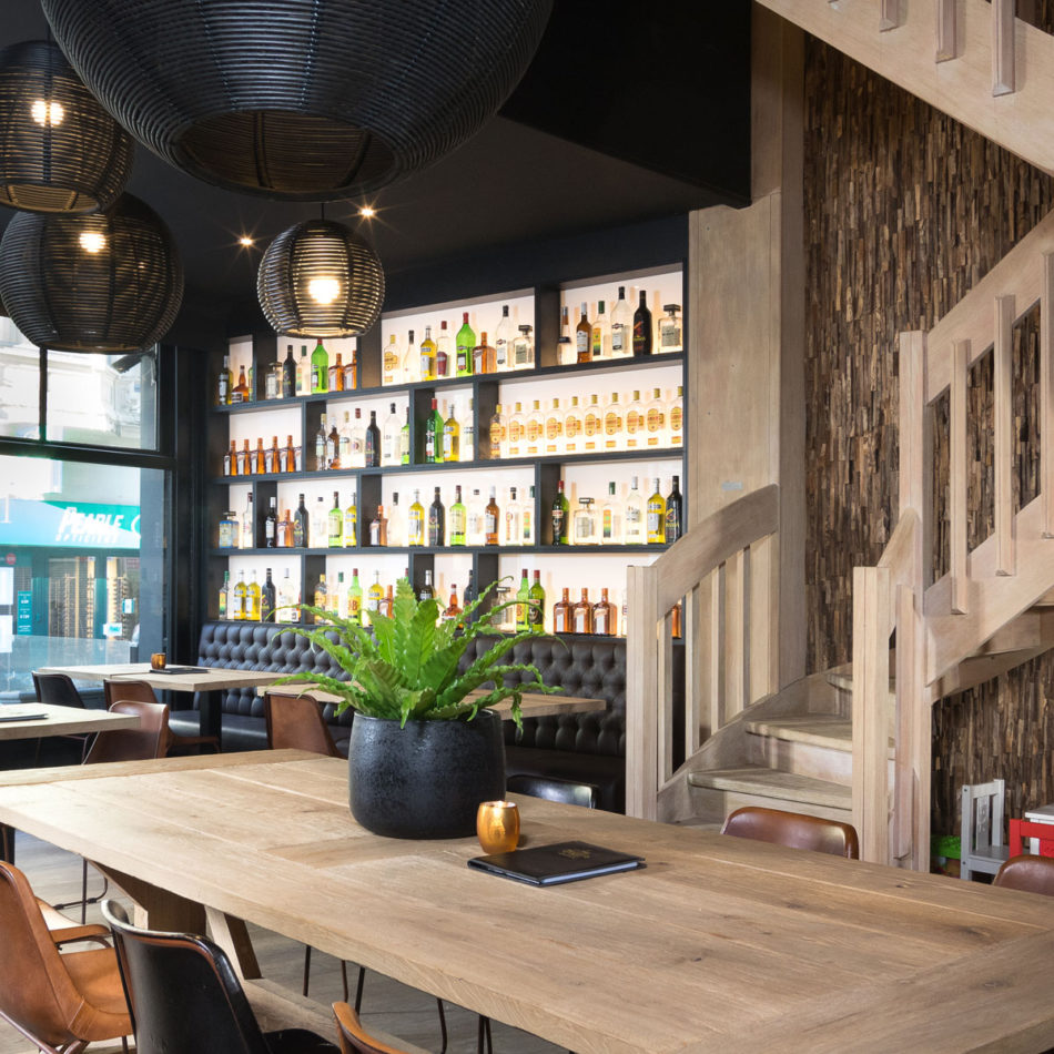 Brasserie Tudor Rose - Koninginnehof Oostende meubilair