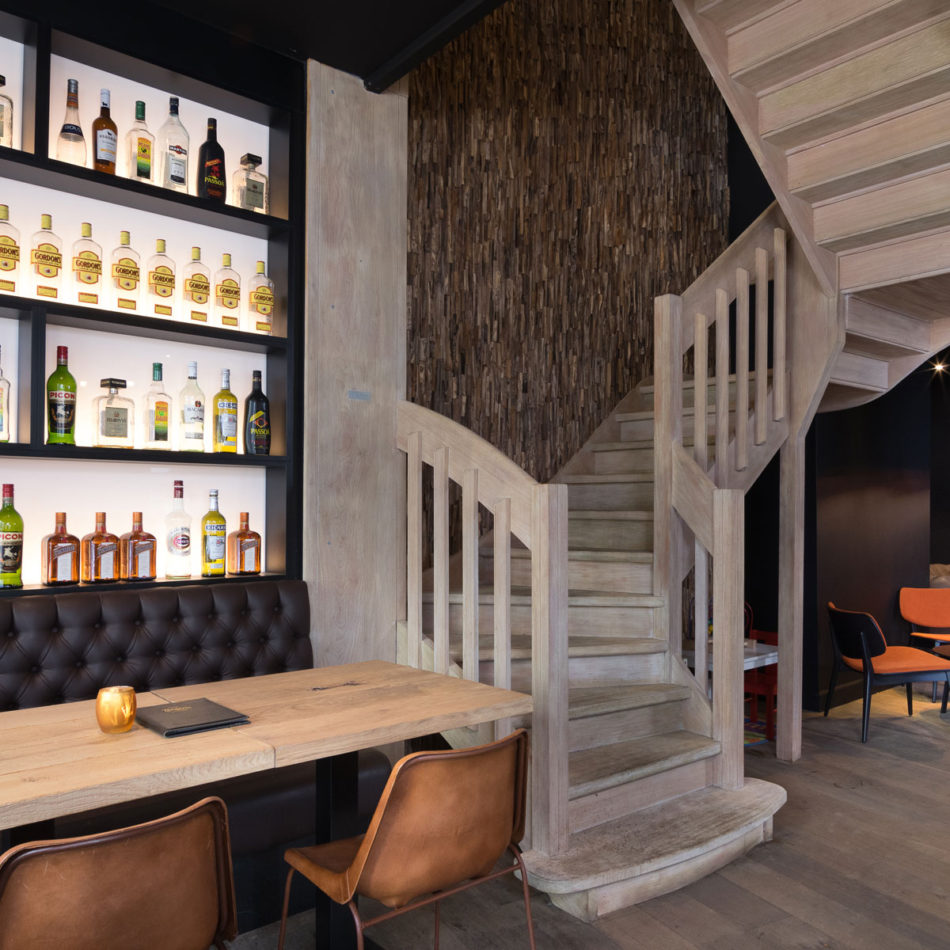 Inrichting brasserie Tudor Rose - Koninginnehof door Integral Interiors