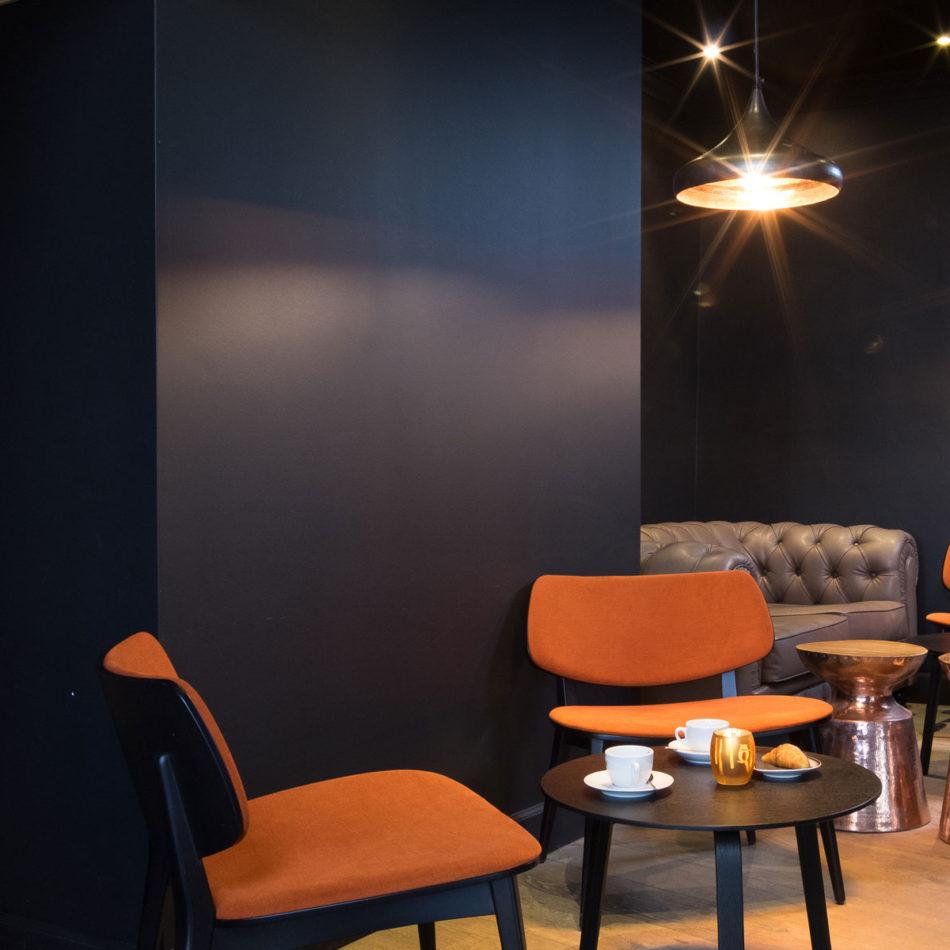 Mooie inrichting bij brasserie Tudor Rose - Koninginnehof Oostende