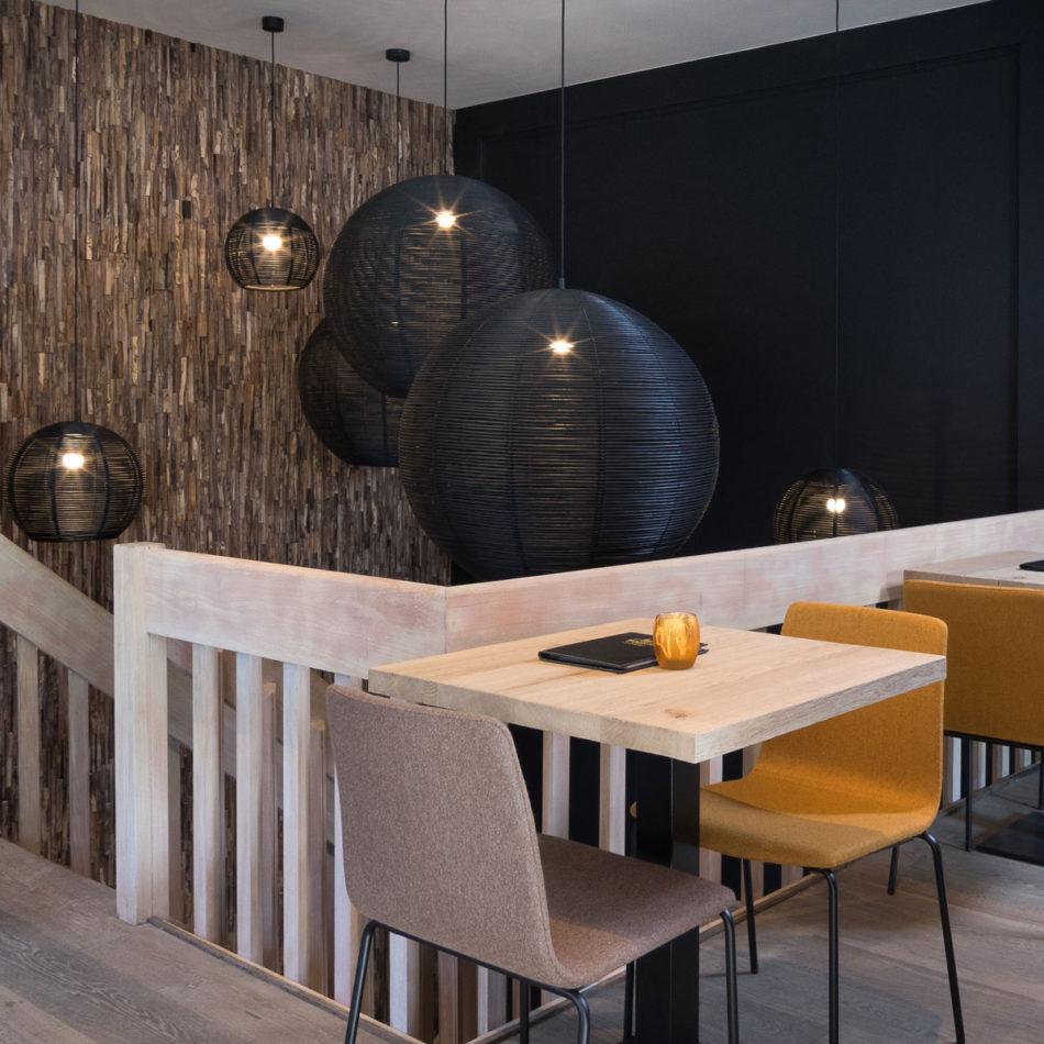 Interieur en meubilair brasserie Tudor Rose - Koninginnehof Oostende