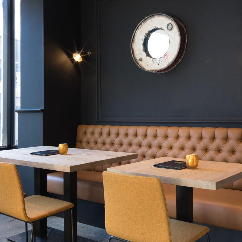 De totaalinrichting van brasserie Tudor Rose - Koninginnehof Oostende door Integral