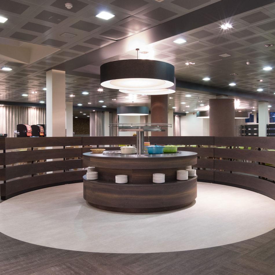 Totaalinrichting met meubilair van publieke ruimte Ol Fosse d'Outh Vayamundo