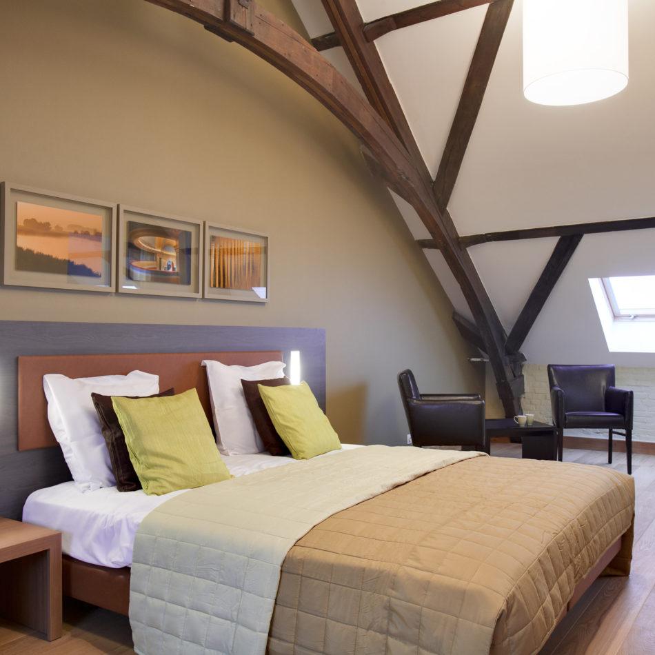 Godshuize inrichting moderne hotelkamer