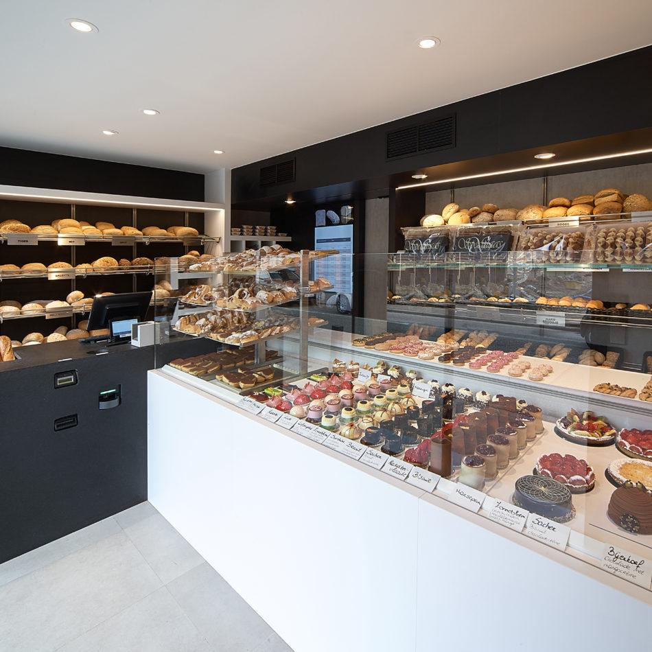 Cannaerts bakkerij winkelinrichting op maat koeltoonbank automatische betaalautomaat