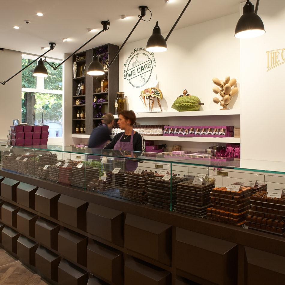 Pralinetoonbank Persoone Brugge chocolatier Integral eeklo