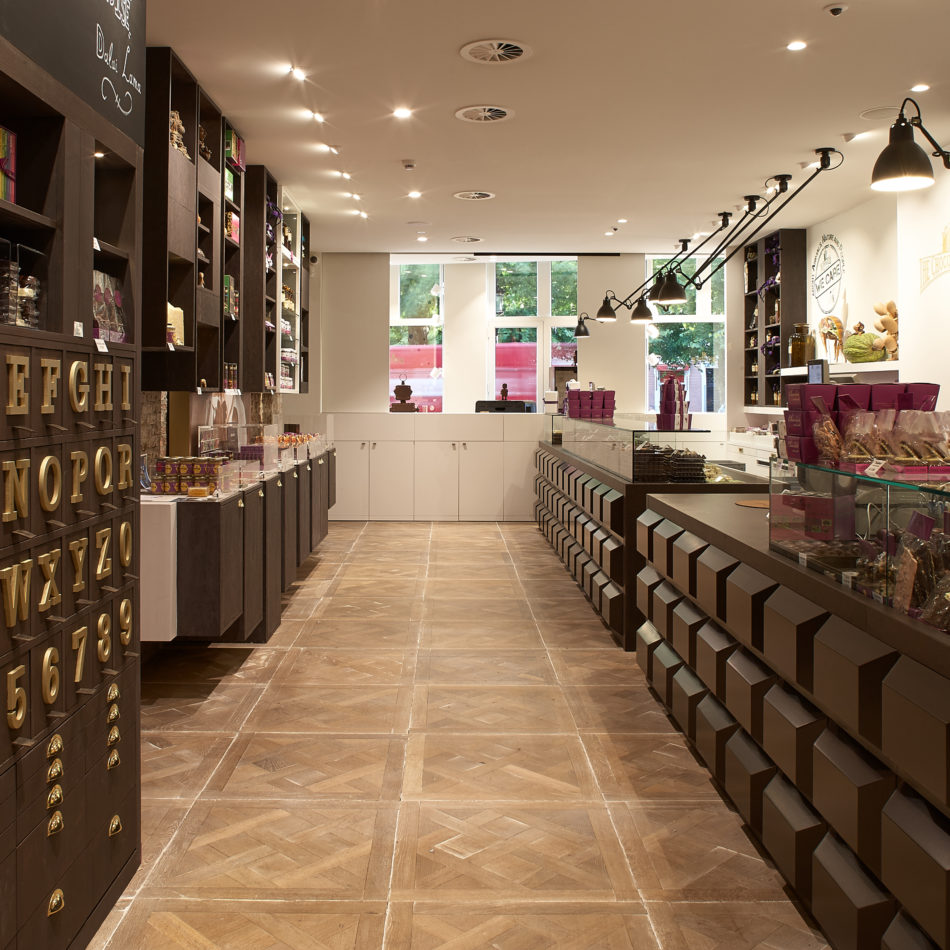 The Chocolate Line Brugge by Dominique Persoone Winkelinrichting Integral Interiors