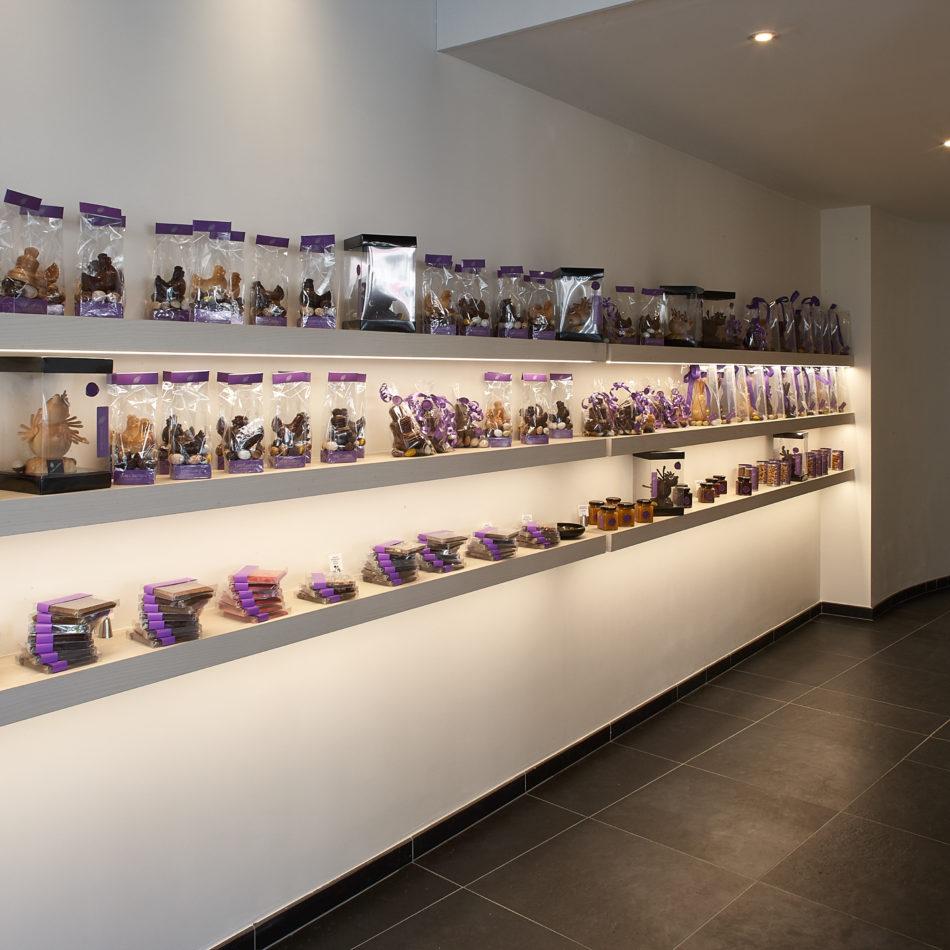 Presentatie wand chocolaterie ledverlichting winkel coertjens
