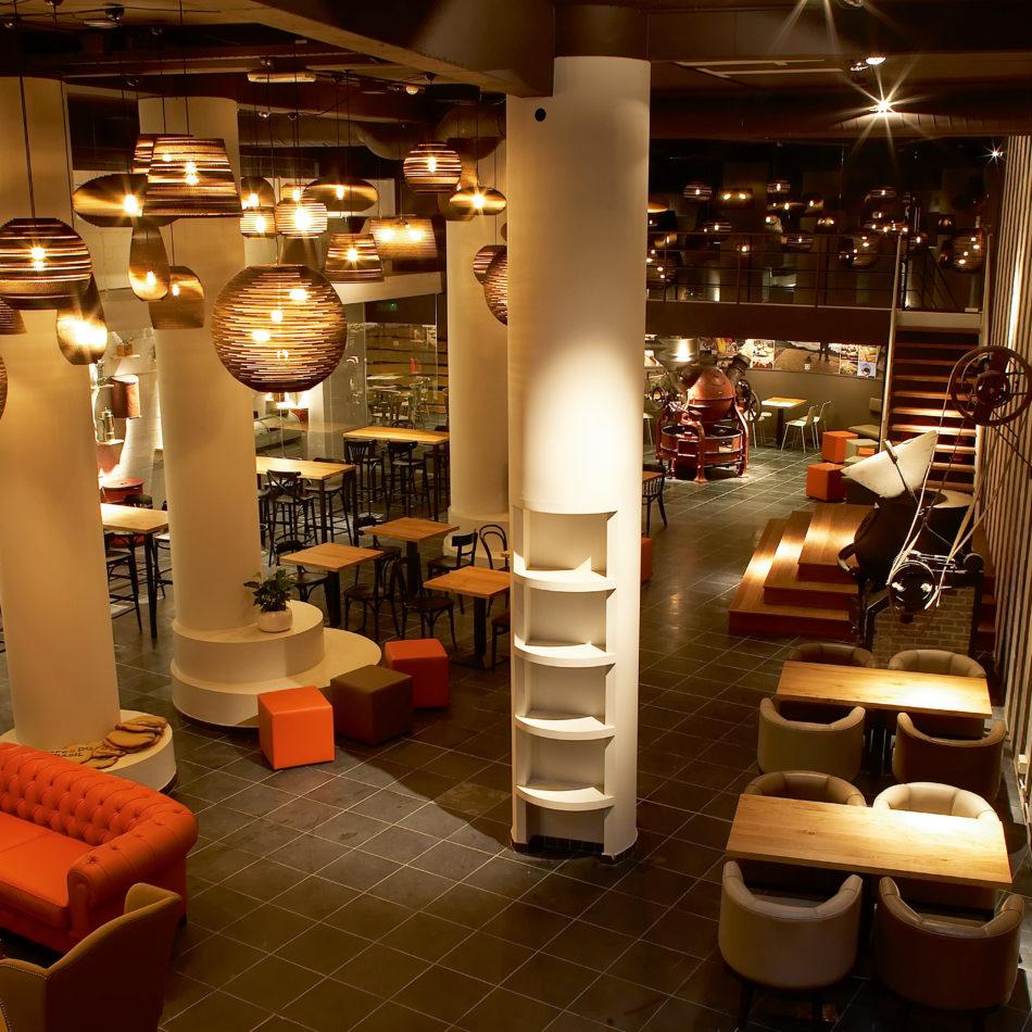 inrichting viva sara bar bistro restaurant koffie verlichting chesterfield kortrijk integral